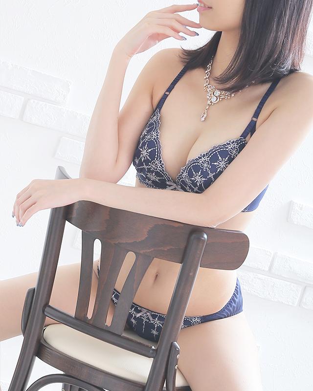 千葉風俗『秘密倶楽部 凛 千葉店』こはるさんのプロフィール写真5